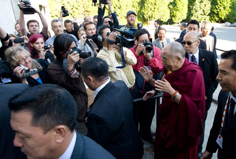 The Dalai Lama is surrounded by security as he arrives at the University of British Columbia in Vancouver for a panel discussion. Photo: THE CANADIAN PRESS/Jonathan Hayward.