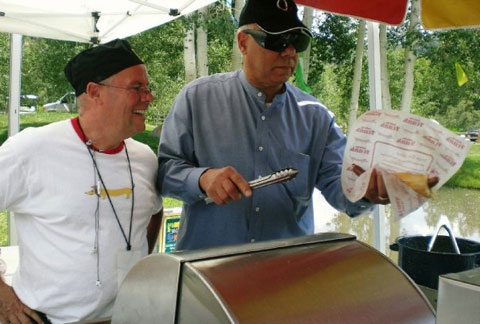 Yup, that's Colin Powell getting a LBF hot dog.