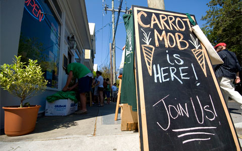 Carrotmob at Queen Street Grocery in Charleston, SC. Photo by Charleston's TheDigitel, Creative Commons.