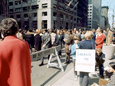 New York City Mayor John Lindsay closed 5th Avenue for what would be the largest Earth Day gathering in the country.