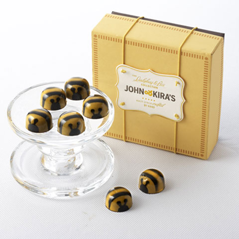 John & Kira's exquisite salted caramel is touched with fragrant basswood honey from the family owned Draper's Apiaries to create irresistibly cute Honey Caramel Chocolate Bees. Each one of the nine bees is carefully painted by hand.