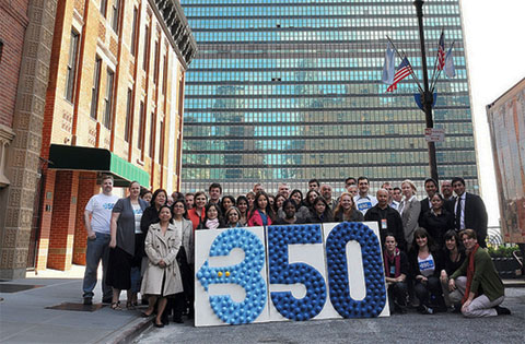 NYC, USA: UN Staff raising awareness on emission reduction by joining the 350 campaign (Photo credit: UN/DPI/iSeek/Frederic Fath).