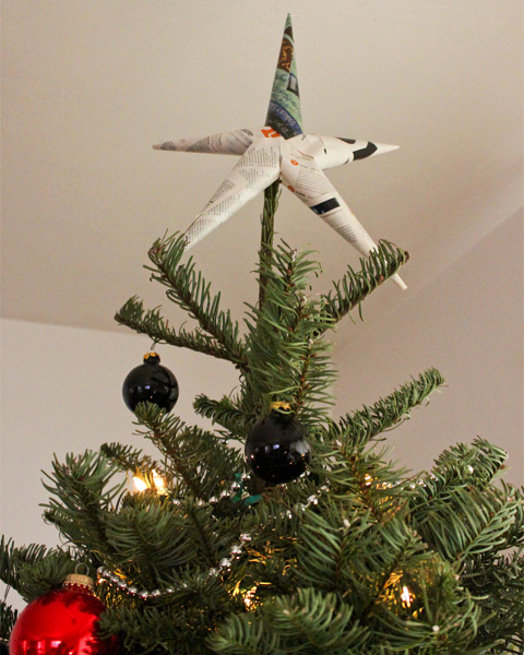 Goodlifer: DIY Xmas: Make a Tree Topper From an Old Magazine and Tape