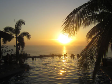 At Vista de Olas, you can sip cocktails in the infinity pool as the sun sets over the ocean below.